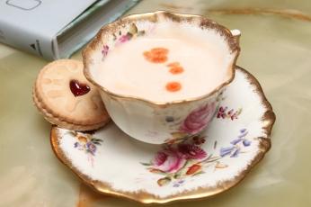Tea cup cocktail